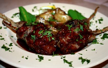 Grilled lamb chops with an amazing sauce